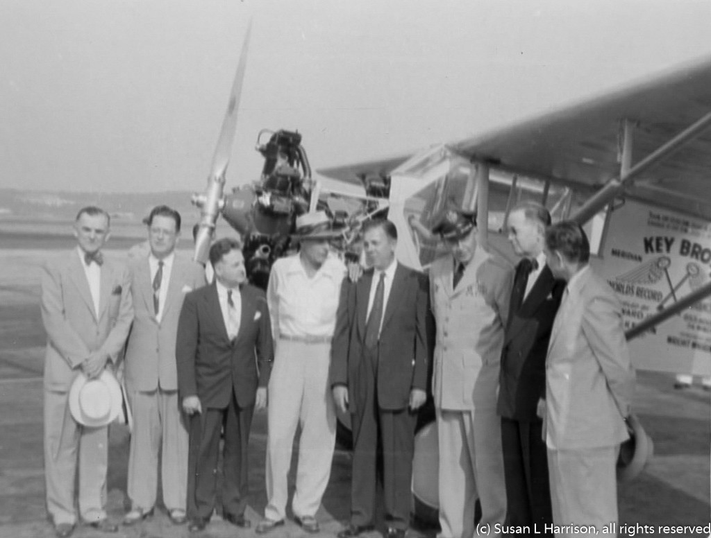 Key Bros Ole Miss airplane and dignitaries 1955 03