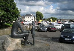 20090721 Ireland - Father Son statue in Carrick on Shannon