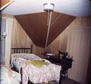 Royal Rd house - room with twin beds
