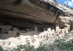 1975 Mesa Verde cliff dwellings