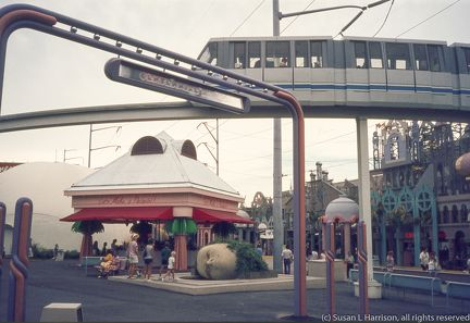 1984 World's Fair New Orleans (13)-monorail
